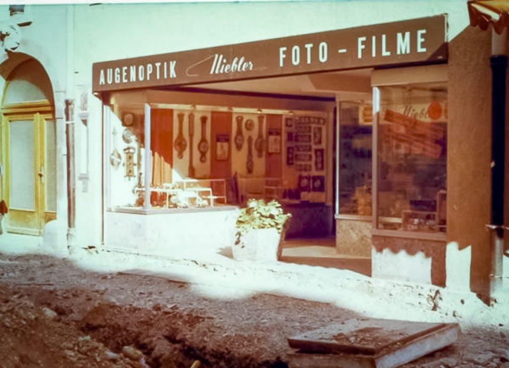 Ladenfront im Laufe der Zeit - Optik-Foto Niebler